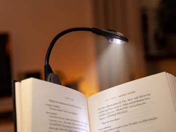 Spralla LED-lukulamppu kiinnikkeellä