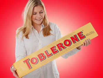 Jättimäinen Suklaa Toblerone