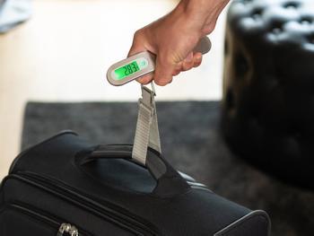 Outlustin digitaalinen matkalaukkuvaaka
