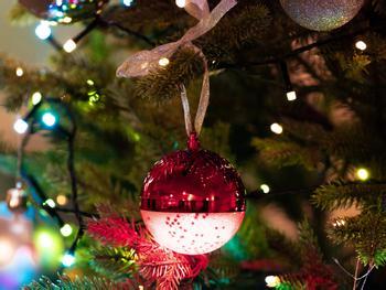 Spralla LED-joulukuusen koristepallo kaiuttimella